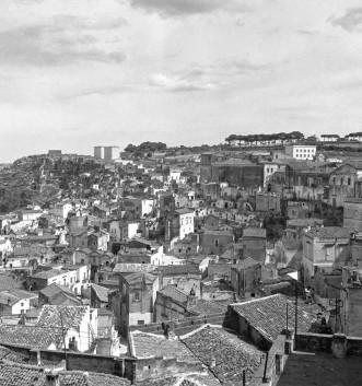 Archivio Luce - veduta dei Sassi di Matera anni 50