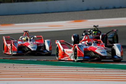 Alex Lynn (GBR) Mahindra Racing, M7Electro leads Alexander Sims (GBR) Mahindra Racing, M7Electro