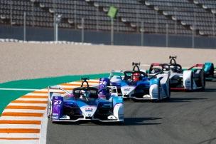 Jake Dennis (GBR) BMW I Andretti Motorsport, BMW iFE.21 leads Maximilian Gunther (DEU) BMW I Andretti Motorsports, BMW iFE.21